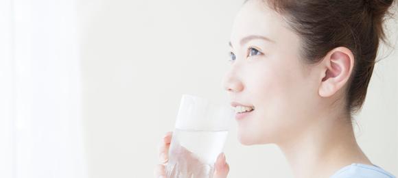 バストアップサプリは水で飲む